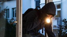 Tentano il furto in un'azienda chimica: denunciati